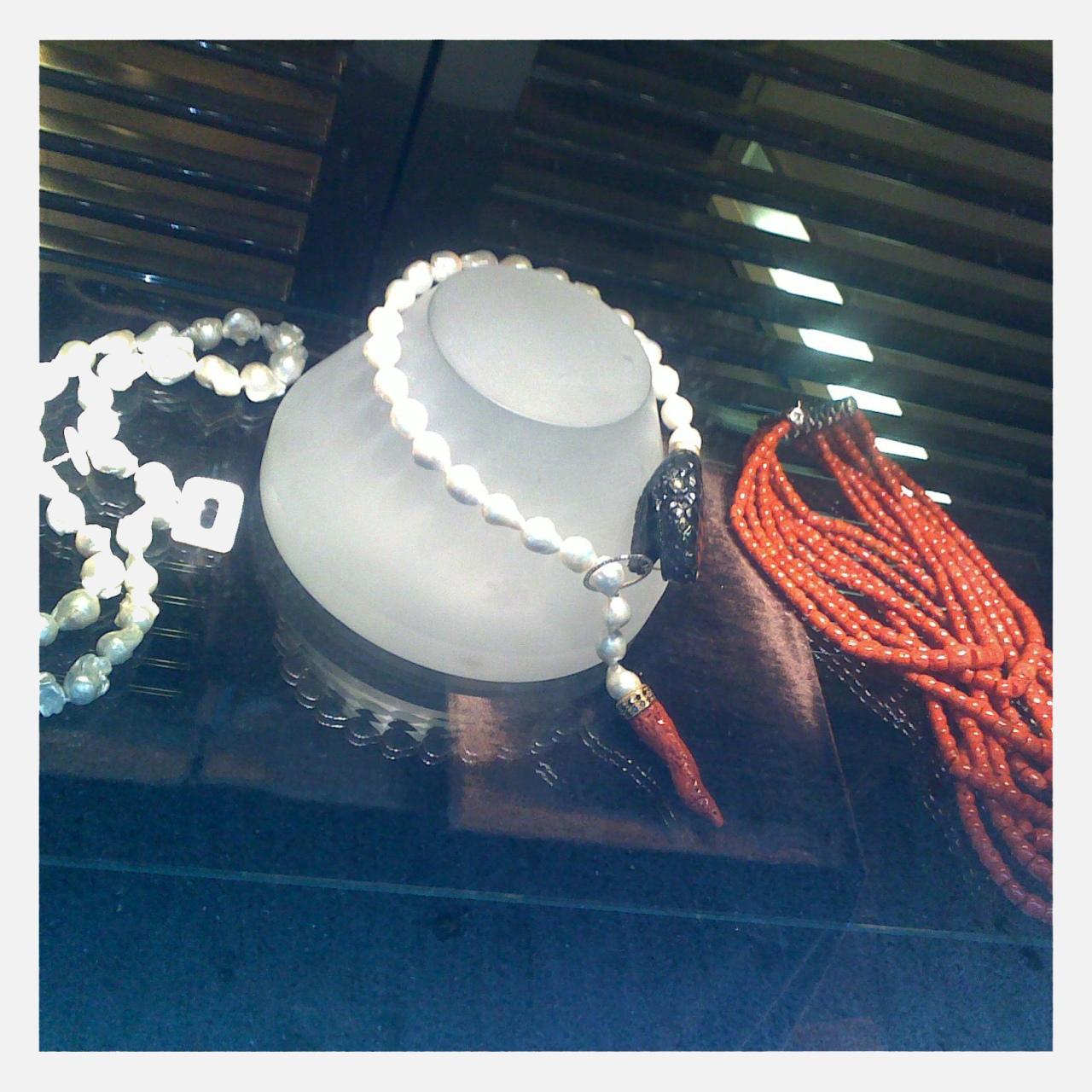 Vintage jewelry on Via di Campo Marzio